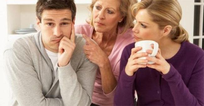 Một bên là vợ, một bên là mẹ ruột, chồng ở giữa nên về phe nào?